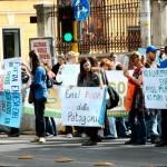 Azione davanti alla sede di ENEL - 30 aprile 2012 (foto Lucciole per Lanterne)